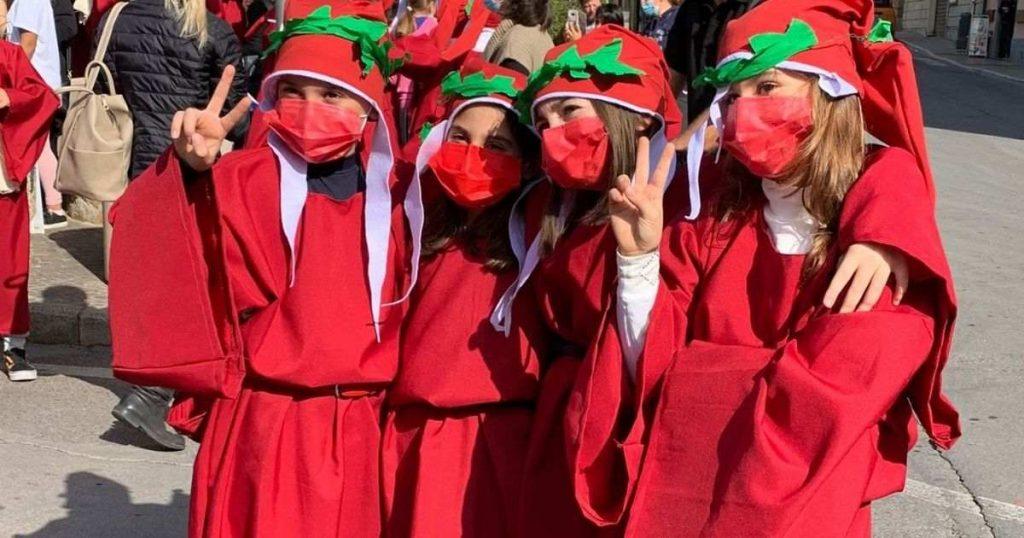"""I bambini di Gavorrano vestiti """"da Dante Alighieri"""""""